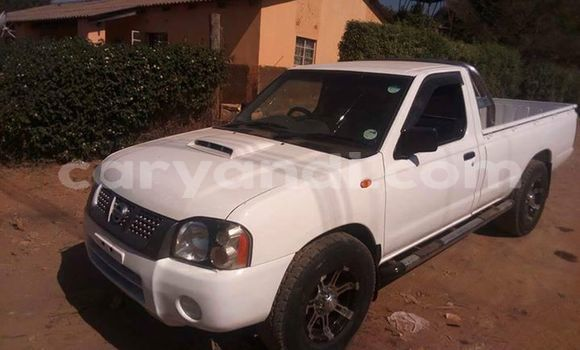 Buy Used Nissan Navara White Car in Lusaka in Zambia