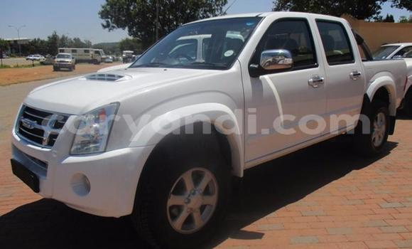 Buy Used Isuzu Trooper White Car in Lusaka in Zambia