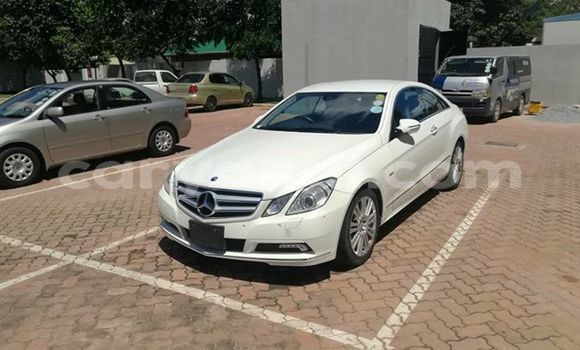Buy Used Mercedes-Benz E-Class White Car in Lusaka in Zambia