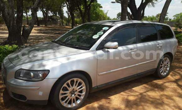 Buy Used Volvo V40 Silver Car in Kabwe in Zambia