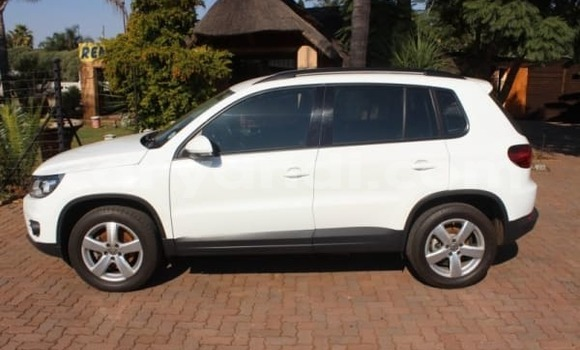Buy Used Volkswagen Touareg White Car in Lusaka in Zambia