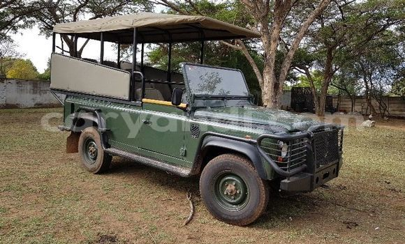 Buy Used Land Rover Defender Green Car in Lusaka in Zambia