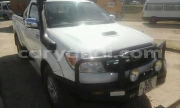 Buy Used Toyota Hilux White Car in Kitwe in Zambia