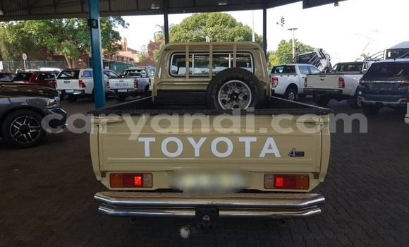 Buy Used Toyota Pickup Beige Car in Lusaka in Zambia