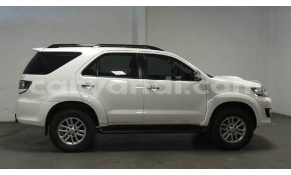 Buy Used Toyota Fortuner White Car in Isoka in Northern