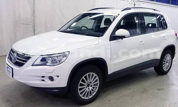 Buy Imported Volkswagen Touareg White Car in Lusaka in Zambia