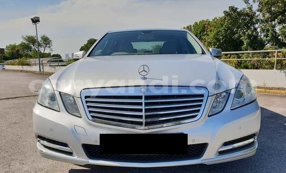 Buy Used Mercedes‒Benz E-klasse Silver Car in Lusaka in Zambia