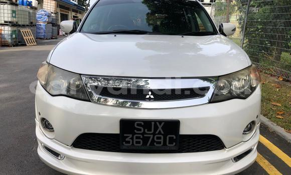 Buy Used Mitsubishi Outlander White Car in Lusaka in Zambia