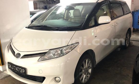 Buy Used Toyota Previa White Car in Lusaka in Zambia