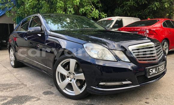 Buy Used Mercedes‒Benz E-klasse Blue Car in Lusaka in Zambia