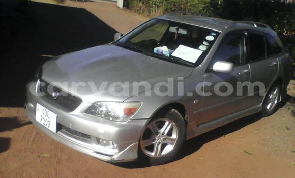 Buy Used Lexus ES 300 Silver Car in Luanshya in Zambia
