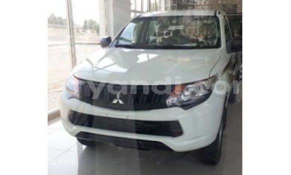 Buy Import Mitsubishi L200 White Car in Import - Dubai in Zambia