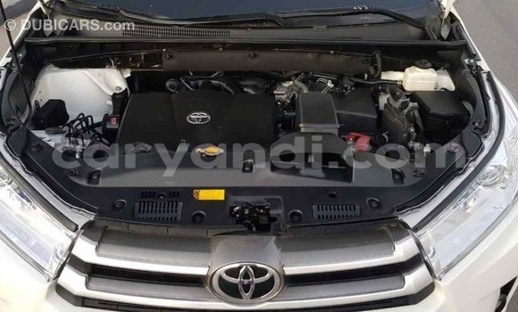 Buy Import Toyota Highlander White Car in Import - Dubai in Zambia