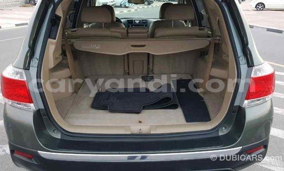 Buy Import Toyota Highlander Green Car in Import - Dubai in Zambia