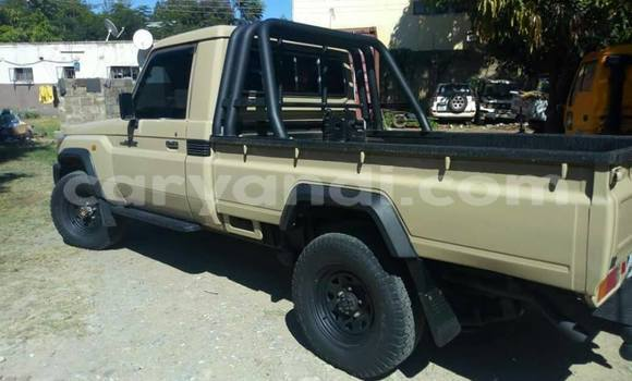 Buy Used Toyota Land Cruiser Green Car in Lusaka in Zambia