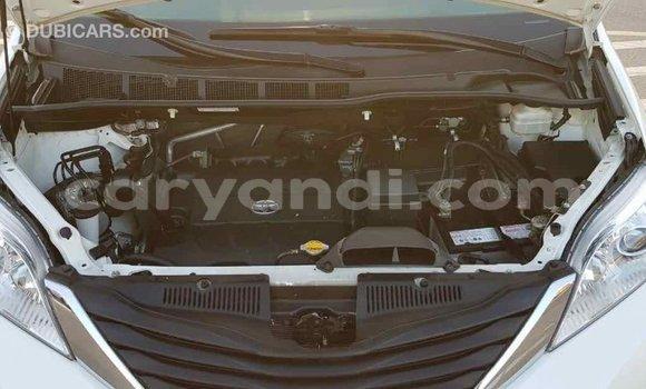 Buy Import Toyota Sienna White Car in Import - Dubai in Zambia