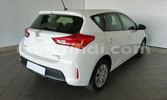 Buy Used Toyota Auris White Car in Kitwe in Zambia