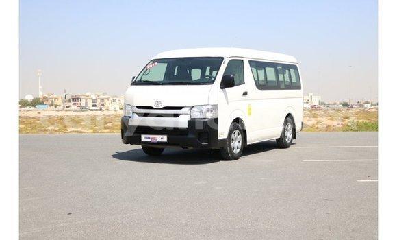 Acheter Importé Voiture Toyota Hiace Blanc à Import - Dubai, Zambie