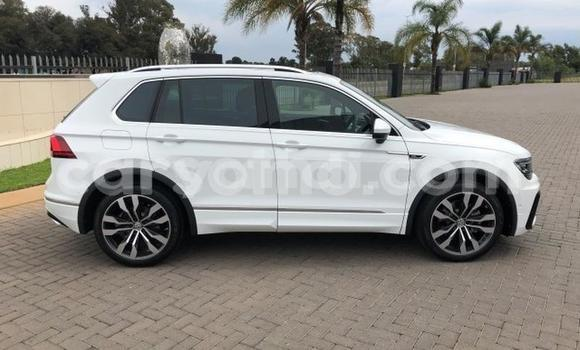 Buy Used Volkswagen Tiguan White Car in Solwezi in North-Western