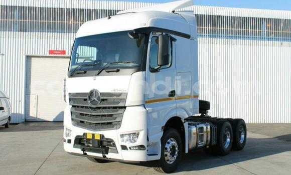 Buy Used Mercedes–Benz Truck White Truck in Lusaka in Zambia