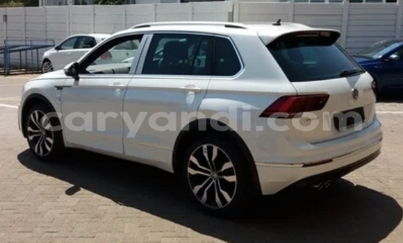 Buy Used Volkswagen Tiguan White Car in Solwezi in North-Western
