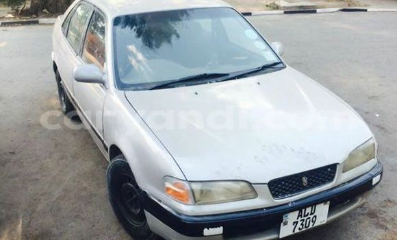 Buy Used Toyota Starlet White Car in Chipata in Zambia