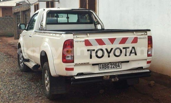 Buy Used Toyota Hilux White Car in Chingola in Zambia