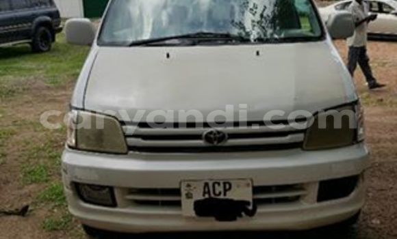 Buy Used Toyota Noah White Car in Chipata in Zambia