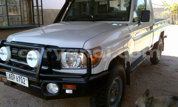 Buy Used Toyota Land Cruiser White Car in Chipata in Zambia
