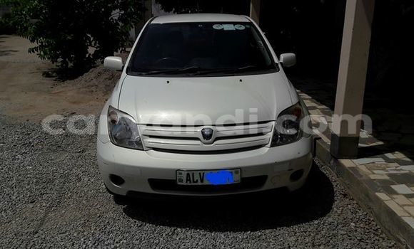 Buy Used Toyota IST White Car in Chipata in Zambia