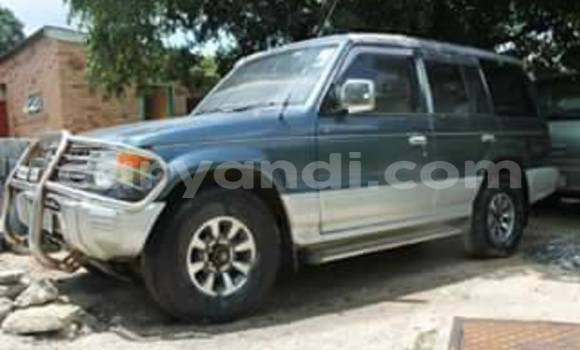 Buy Used Mitsubishi Pajero Blue Car in Chipata in Zambia