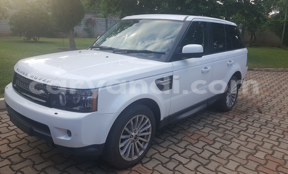Buy Used Land Rover Range Rover Vogue White Car in Chingola in Zambia