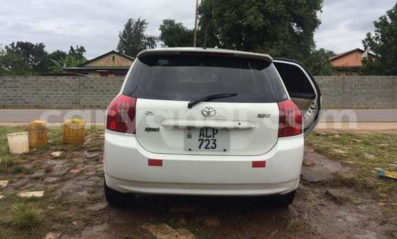 Buy Used Toyota Runx White Car in Chipata in Zambia