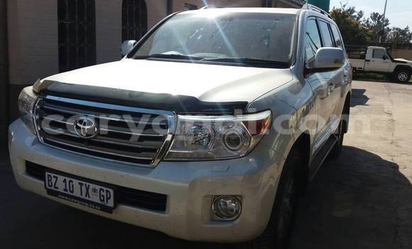 Buy Used Toyota Land Cruiser White Car in Lusaka in Zambia
