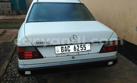 Buy Used Mercedes–Benz 200 White Car in Lusaka in Zambia
