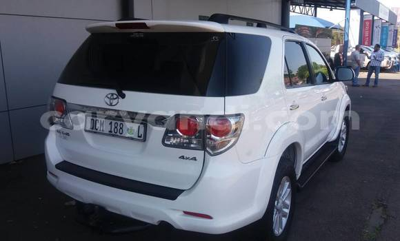 Nunua Ilio tumika Toyota Fortuner Nyeupe Gari ndani ya Lusaka nchini Zambia