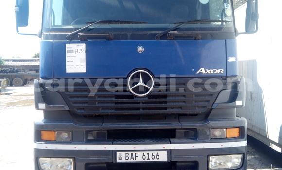 Buy New Mercedes‒Benz 190 Blue Car in Lusaka in Zambia